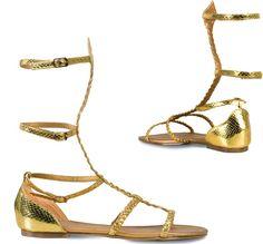 Goldene Sandalen für Frauen: Diese goldenen Sandalen für Frauen sind in ihrer Passform an den Schnallen verstellbar. Die drei Riemen, die die Wade umschließen, passen sich einfach an jedem Körper an.Die Schuhe sind perfekt,...