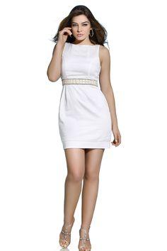 Branco e com bordados artesanais, o vestido da Vooz é perfeito para festas e ocasiões formais. Que tal usá-lo no Reveillon? ;)