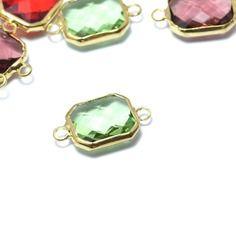 Joli connecteur or - vert cristalin -rectangle en verre à facette sertis laiton…