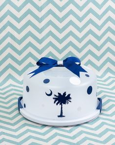 Palmetto Tree Cake Carrier....Can be by BurlapandLaceSC1 on Etsy, $20.00