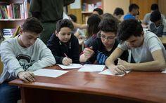 """În data de 13 februarie 2015, Asociaţia Tomis Antidrog Constanţa, a desfăşurat în cadrul Şcolii Gimnaziale Nr. 28 """"Dan Barbilian"""", instituţie şcolară, de prestigiu din judeţul Constanţa, proiectul Alege să nu fii singur!, ce are drept scop, informarea şi educarea cu privire la factorii de risc, în rândul elevilor. Romania, Conference Room, Table, Home Decor, Decoration Home, Room Decor, Tables, Home Interior Design, Desk"""