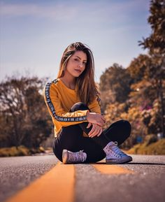 photography nd dressing Portrait Photography Poses, Photography Poses Women, Creative Photography, Dslr Photography, Photography Gloves, Pinterest Photography, Beautiful Landscape Photography, Photography Studios, Free Photography