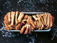 Pull-apart cinnamon bread med brynt smör Pull-apart cinnamon bread med brynt smör
