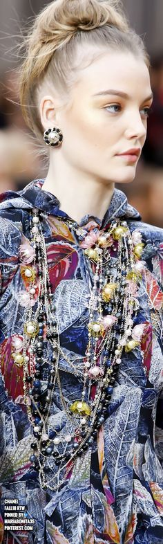 Chanel Fall18 Details Couture Details, Fashion Details, Chanel Fashion, Couture Fashion, Coco Chanel, World Of Fashion, Fashion Accessories, Model, Chanel Dress