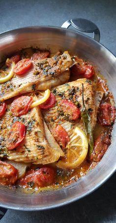 Ailes de raie en tajine – My tasty cuisine – Sea Food Shellfish Recipes, Seafood Recipes, Healthy Dinner Recipes, Cooking Recipes, Seafood Menu, Seafood Kitchen, Weed Recipes, Chowder Recipes, Tasty Kitchen