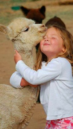 More Photos to Warm Your Heart & Make you smile… Animals For Kids, Animals And Pets, Baby Animals, Cute Animals, Precious Children, Beautiful Children, Animals Beautiful, Cute Kids, Cute Babies