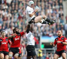 Tendai Mtawarira lifting teammate -I need this guy with me at the next concert I attend.