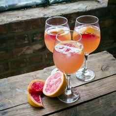 Une recette de sangria pour 4 personnes à base de vin rosé et de liqueur d'orange !