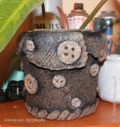 Вот такие домики для цветочков я сделала из ведёрок и массы папье-маше фото 10