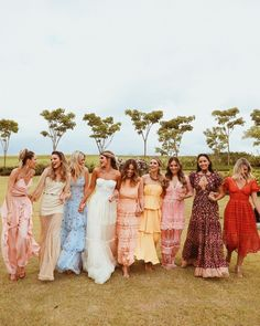 This is how you pull off the mixed prints bridesmaid dress trend - 100 Layer Cake Summer Wedding, Dream Wedding, Wedding Day, Garden Wedding, Cake Wedding, Wedding Reception, Printed Bridesmaid Dresses, Wedding Dresses, Mismatched Bridesmaid Dresses