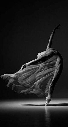 … Mi resi conto che non esiste una reale e oggettiva separazione tra suono e silenzio, ma soltanto tra l'intenzione di ascoltare e quella di non farlo. John Cage