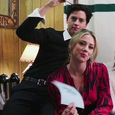 Riverdale Season 1, Bughead Riverdale, Riverdale Memes, Movie Couples, Cute Couples, Good Girl Quotes, Riverdale Betty And Jughead, Lili Reinhart And Cole Sprouse, Zack Y Cody
