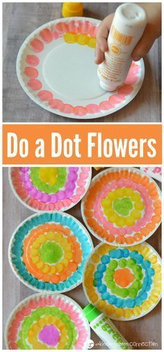 Young kids will have fun welcoming spring with this do a dot flower craft while . - Young kids will have fun welcoming spring with this do a dot flower craft while strengthening fine - Flower Crafts Kids, Spring Crafts For Kids, Summer Crafts, Art For Kids, Spring Crafts For Preschoolers, Kid Art, Daycare Crafts, Preschool Crafts, Kids Crafts