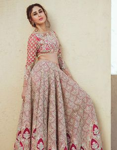 Kareena, who is married to actor Saif Ali Khan, was elegant in a bridal lehenga. Image courtesy: Faraz Manan