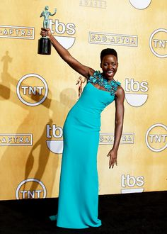 wocinsolidarity:   Lupita Nyong'o poses with her award for Outstanding Performance by a Female Actor in a Supporting Role for '12 Years a Slave