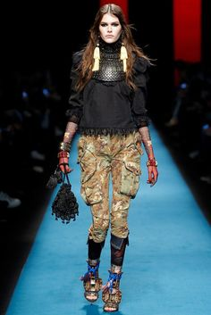 See the complete Dsquared2 Fall 2016 Ready-to-Wear collection.