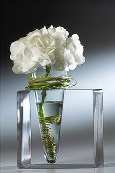flower in conical vase with metal stand. Moniek Vanden Berghe 5