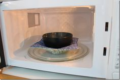 Microwaveable Fabric Bowl - a hot pad that allows you to take a hot bowl right out of the microwave without burning your hands!!   TUTORIAL