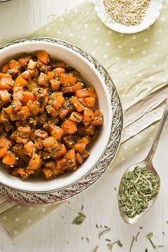 Kasoori Methiwaale Gaajar - Carrot stir fry with Sesame Seeds and Dried Methi (Fenugreek)  Posted on February 29, 2012 by Radhika @ Just Homemade  Carrot Stir fry with sesame seeds and dried fenugreek leaves - Vegan