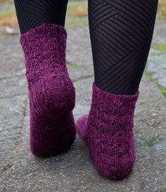 Ulla 03/08 - Ohjeet - Kukkasillaan Socks, Pattern, Fashion, Knitting Socks, Moda, Fashion Styles, Patterns, Sock, Stockings