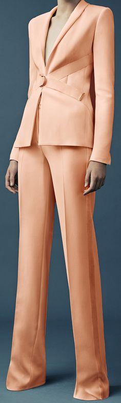 Nadire Atas on Elegant White Mugler Resort 2015 Fashion Show - Charlene Hogger Office Fashion, Work Fashion, Fashion Show, Fashion Outfits, Womens Fashion, Fashion Design, Terno Casual, Mode Chic, Costume