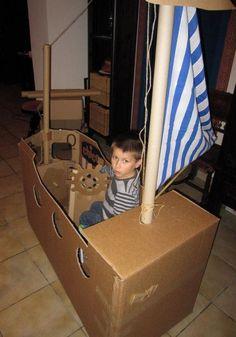 Bateau pirate carton Plus Cardboard Pirate Ship, Cardboard Toys, Deco Pirate, Pirate Theme, Detective Party, Bateau Pirate, Pirate Halloween, Nautical Party, Pirate Birthday