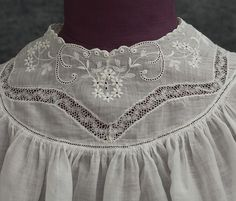 Treasure Hunt for high-style vintage clothing at Vintage Textile, a really fun site to browse Clothing And Textile, Antique Clothing, Antique Lace, Vintage Lace, Dress Vintage, Vintage Sewing, Baby Girl Patterns, Vintage Outfits, Vintage Fashion