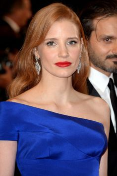 Red lips and hair styled in glamorous side-parted waves made up Jessica Chastain's classic Hollywood beauty look.
