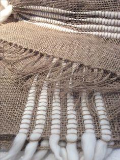 Camino de mesa yute + flecos lana www.bychecha.com.ar