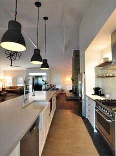 Hamptons Interior Design & Style Ideas | Intrim Moulding Hamptons Style Homes, Hamptons House, The Hamptons, Hampton Style Bathrooms, Off White Kitchens, Interior Styling, Interior Design, Property Design, Custom Built Homes