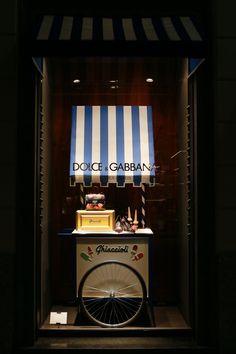 Wieder einmal mehr zeigt uns Dolce&Gabbana wie Accessoires perfekt in Szene…