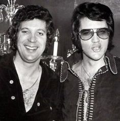 Tom Jones Elvis Presley became friends. Now several years later and after the death of his wife Tom Jones Dates Elvis' ex-wife Priscilla Presley Tom Jones Graceland Visit Elvis Presley Las Vegas, Elvis Presley Photos, Rock And Roll, Sir Tom Jones, Photo Star, Thats The Way, Cultura Pop, Star Wars, Celebrity Pictures