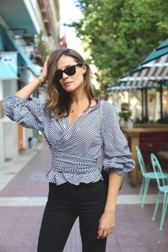 How to wear the gingham print – Just Trendy Girls Look Star, Casual Outfits, Cute Outfits, Look Street Style, Mode Top, Look Boho, Look Casual, Beautiful Blouses, Work Fashion