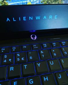 The #Alienware 15 with a 15-inch 1080p 120Hz panel powered by an #Nvidia #GeForce GTX 1060 and an #Intel Core i7-6700HQ. Now to test #Overwatch!  #laptop #gaming More: http://www.tweaktown.com