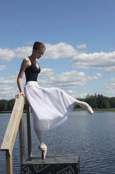 Ksenia Zhiganshina, Vaganova Ballet Academy student. Check the feet.