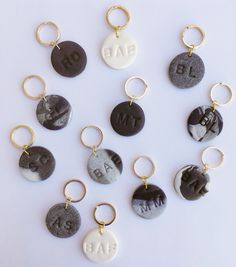 DIY: Personalized Keychains - Learn How! xoxojackie Great Cost-Free Polymer clay crafts keychain Tips 11 Fun Things Your Kids Can M .Great Cost-Free Polymer clay crafts keychain Tips 11 Fun Things Your Kids Can Make Polymer Clay Projects, Polymer Clay Art, Polymer Clay Jewelry, Clay Clay, Clay Keychain, Keychain Ideas, Diy Fimo, Diy Clay Earrings, Quilling Earrings