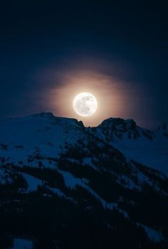Full Moon Rising over Blackcomb Peak - Whistler, British Columbia, Canada Two of my favorite things! The moon and the mountains, how gorgeous of a shot too Stars Night, Good Night Moon, Sun Moon, Stars And Moon, Moon Shine, Moon Beauty, Full Moon Rising, Moon Dance, Moon Photos