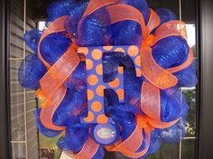 love this wreath, but needs to be black and gold