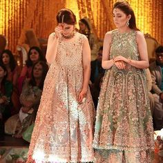 mendhi highlights ✨ All of these ladies looking bejeweled in gorgeous gowns at mendhi in Lahore wearing 😍… Shadi Dresses, Pakistani Formal Dresses, Pakistani Outfits, Indian Dresses, Pakistani Clothing, Pakistani Couture, Moda Indiana, Engagement Dresses, Indian Designer Wear