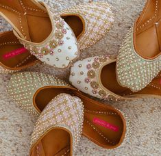 The best juttis ever for the BEST MOM ever! Pick the perfect MOTHERS DAY gifts from that are as beautiful as mom is Indian Shoes, Indian Clothes, Bridal Sandals, Perfect Mother's Day Gift, New Shoes, Flat Shoes, Women's Shoes, Dress Shoes, Indian Designer Wear