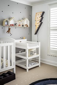 Dormitorio para bebé en gris y blanco ¡crea rincones divertidos!