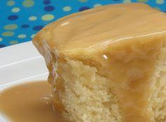 pout tsrtinades ou tarte+r:+Gâteau+blanc+sauce+style+St-Hubert Desserts With Biscuits, Köstliche Desserts, Delicious Desserts, Canadian Dishes, Canadian Food, Pudding Chomeur Recipe, Mousse Au Chocolat Torte, Bon Dessert, Pie Cake