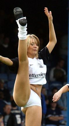 The most revealing cheerleading fails ever! Cheerleading Fails, Cheerleaders Oops, Hottest Nfl Cheerleaders, College Cheerleading, Cheerleading Pictures, Cheerleading Uniforms, Cheerleader Games, Cheer Pictures, Wardrobe Fails