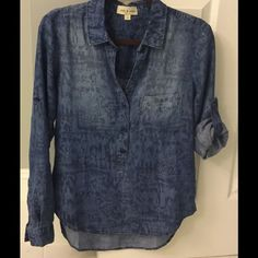 Cloth & Stone chambray popover Cloth & Stone ikat print popover chambray top/ tunic; 100% tencel Anthropologie Tops Blouses