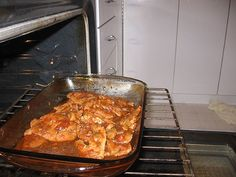 Ingrédients 6 pommes de terre coupées assez gros 1 tasse de bouillon de poulet 8 côtelettes de porc (congelées ou à température de la pièce) 3 branches de céleri coupées en petits morceaux 3 carottes coupées en petts morceaux sel et poivre 3 oignons hachés...