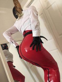 Another great latex hobble skirt! Latex Babe, Sexy Latex, Pantalon Vinyl, Fashion Moda, Womens Fashion, Emo Fashion, Gothic Fashion, Mode Latex, Sexy Rock