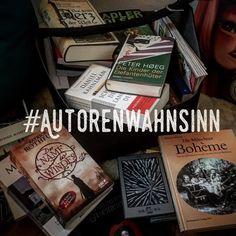 #tag25 - im Keller meiner Eltern stapeln sich Bücherkartons nach meinem letzten Umzug. Mein 'Bücherregal ' ist seither hauptsächlich der kleine graue eReader und die Kiste ... und die Stapel neben meinem Bett und unter meinem Wohnzimmertisch und in der Ecke Ordnung ist sowas tolles  . . .    #author #mpfund #writing #lesen #schreiben #autorenwahnsinn #schreibwahnsinn #bookstagram #bücher #Roman #novel