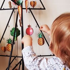 These decorations are made out of paper : no more worrying about broken glass and little hands getting hurt! Broken Glass, Paper Decorations, Diy Paper, Making Out, Hands, Christmas Ornaments, Shattered Glass, Christmas Jewelry, Christmas Baubles