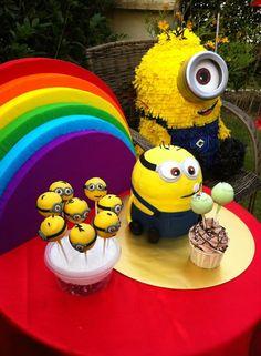 minion piñata, minion cake and minions cake pop.. Say hi to everyone~^^~ let's party