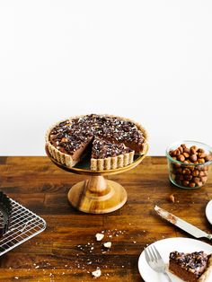 Pure delight: Chocolate-hazelnut tart with maple ganache (use rice syrup instead of maple syrup Vegan Sweets, Vegan Desserts, Just Desserts, Delicious Desserts, Yummy Food, Tart Recipes, Sweet Recipes, Dessert Recipes, Baking Recipes